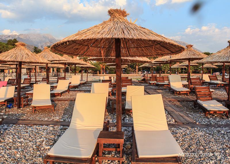Лежаки на пляжах Барах платные