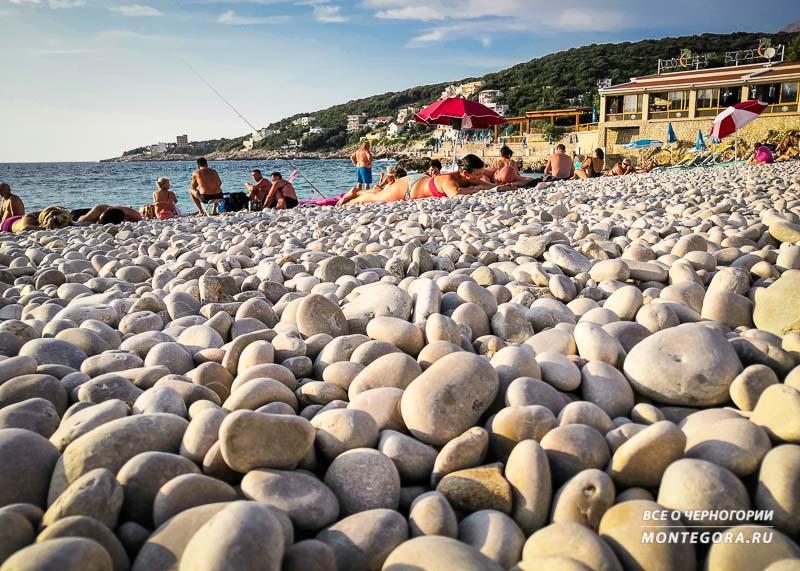 Покрытие пляжа Утьеха - крупная галька