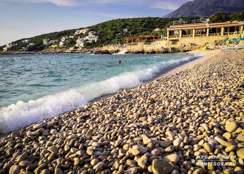 Пляж в поселке Утеха