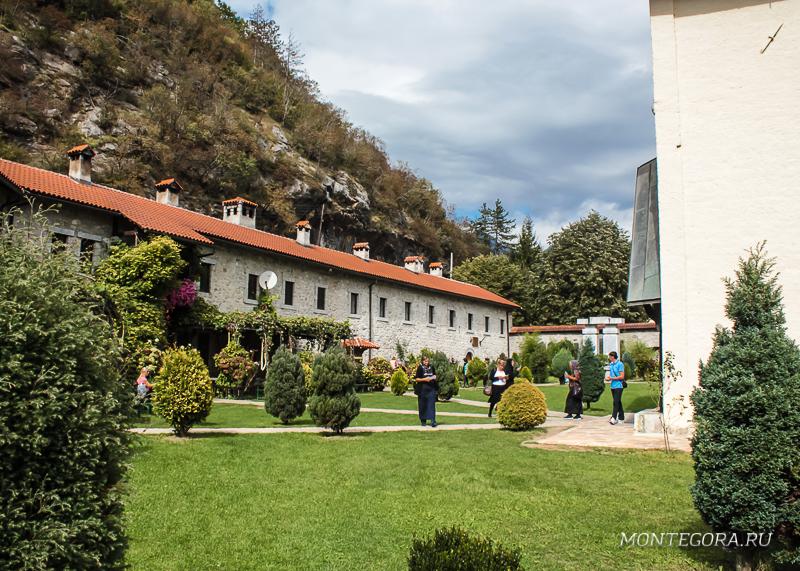 Монастырь в горах Черногории