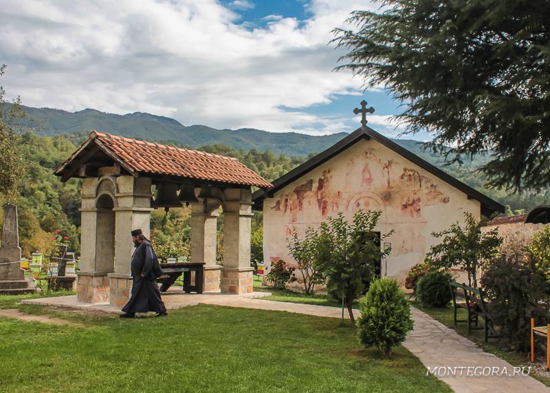 Монастырь Морача в горах Черногории