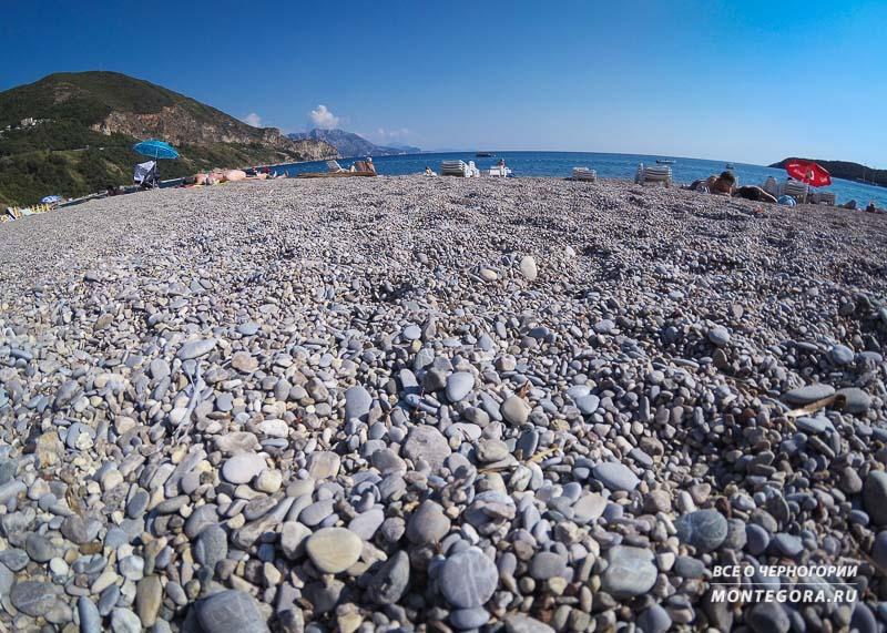 Из каких соображений выбрать пляж для отдыха в Черногории
