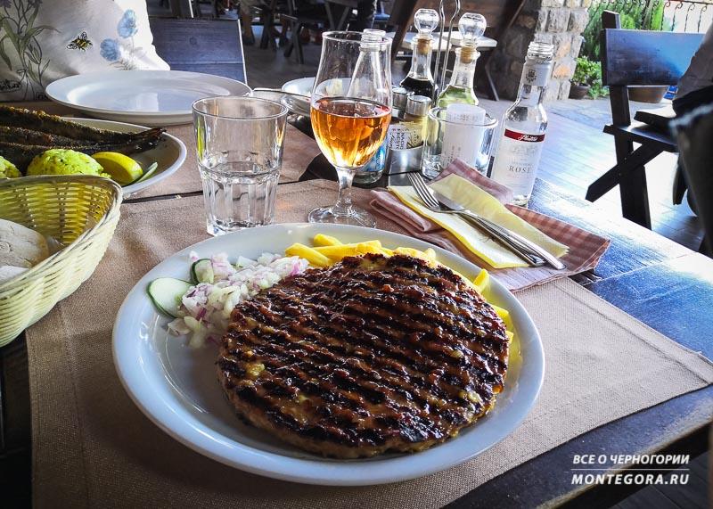 Где вкусно и с большой порцией в тарелке поесть в Черногории