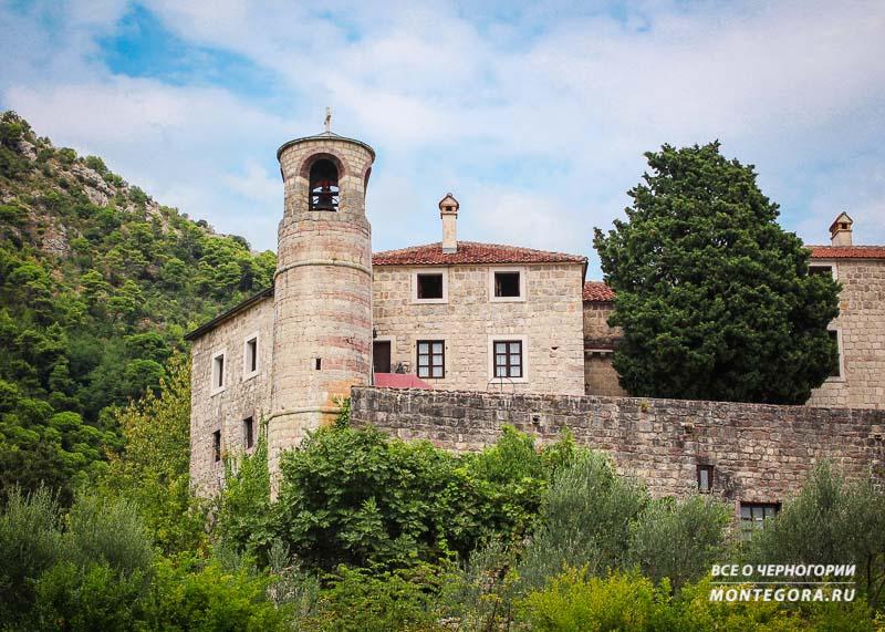 В этой статье вы увидите обзор монастыря Подмаине