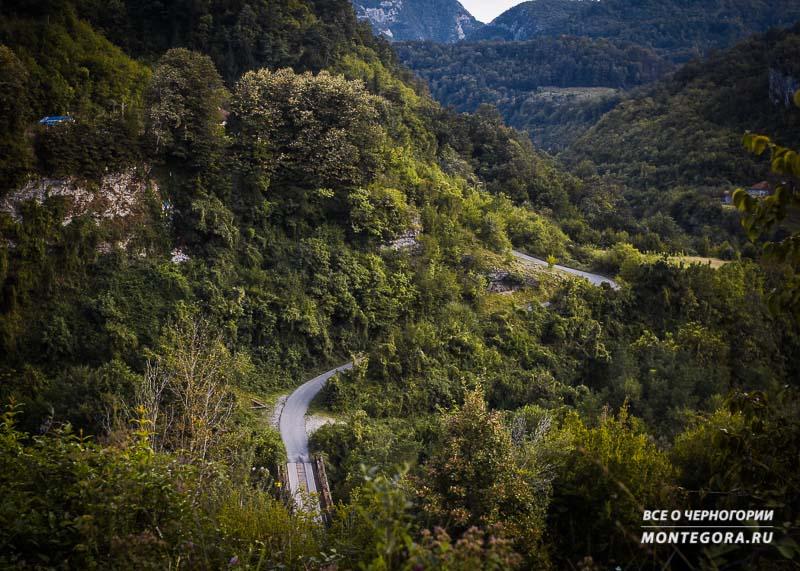 Вид по дороге к каньону Мртвица
