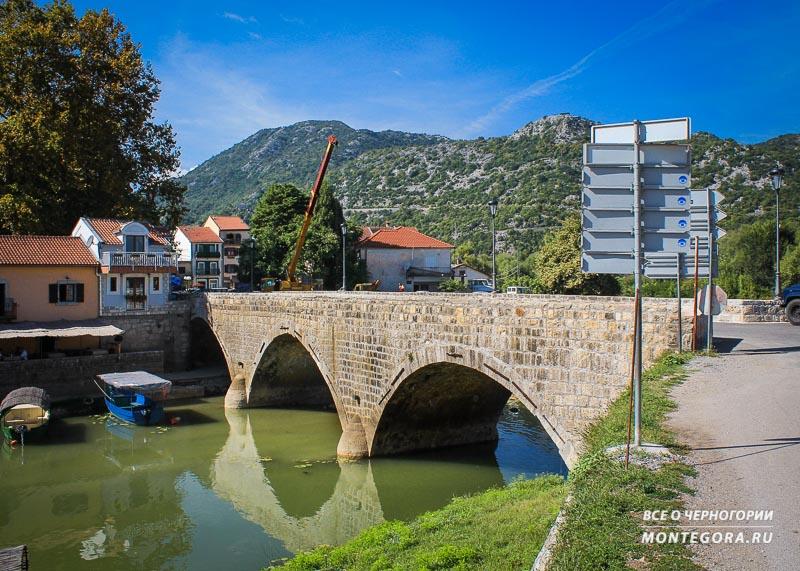Места для красивой фото на фоне масштабного пейзажа в Черногории