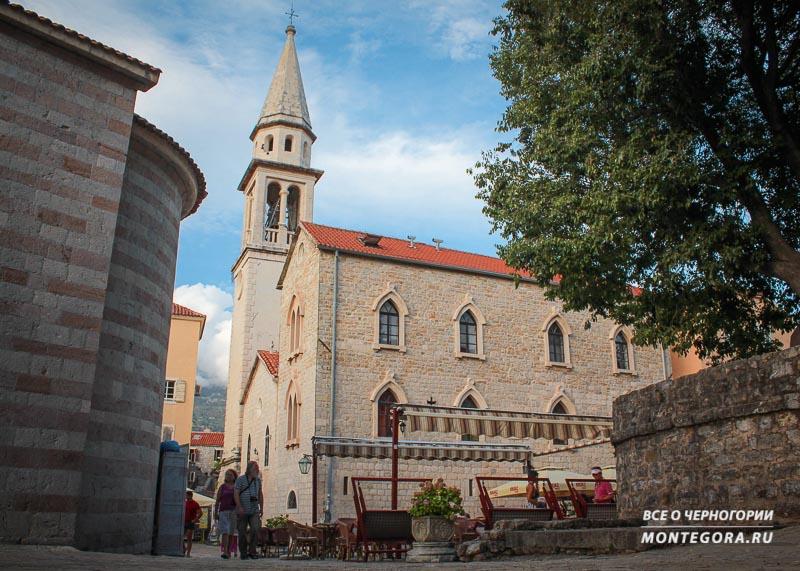 Какие архитектурные достопримечательности имеются в Старом Городе Будва