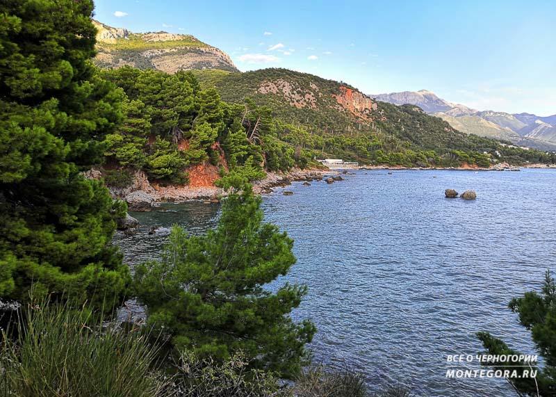 В этой статье вы узнаете, возможно ли нахождение монастыря рядом с нудистским пляжем