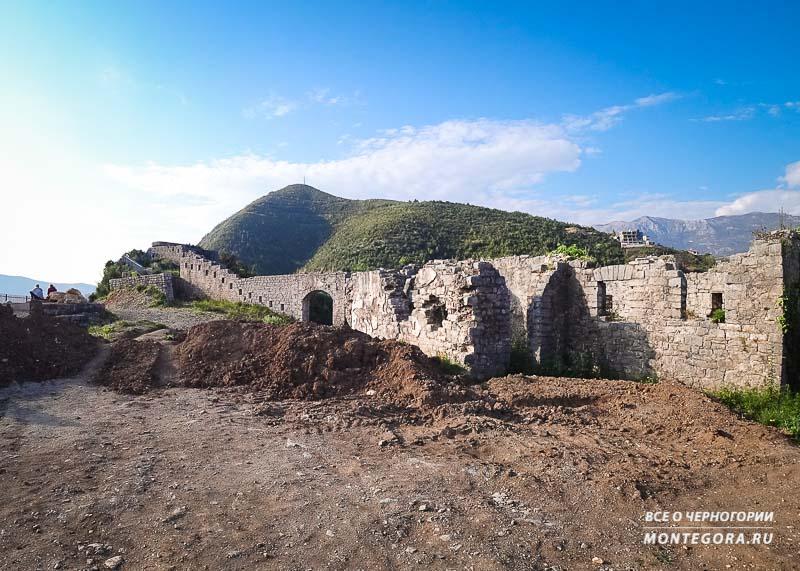 Одна из стен крепости Могрен