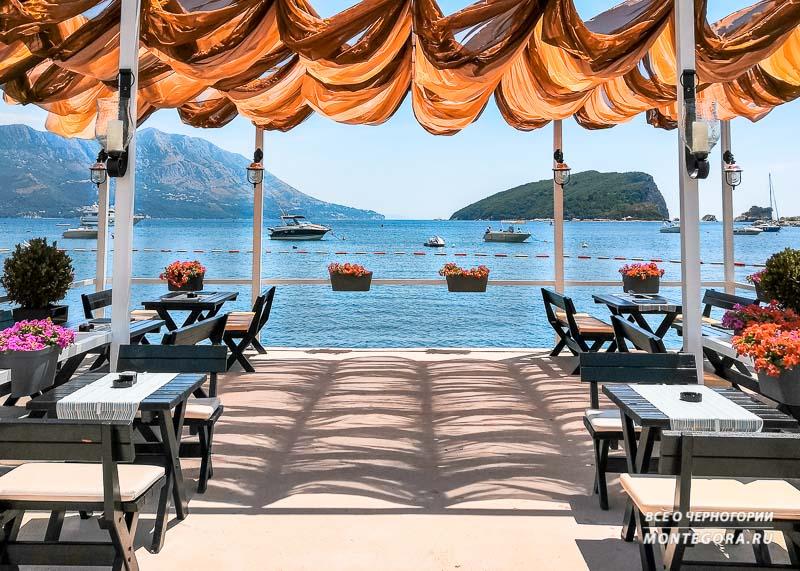 Бар и ресторан у моря