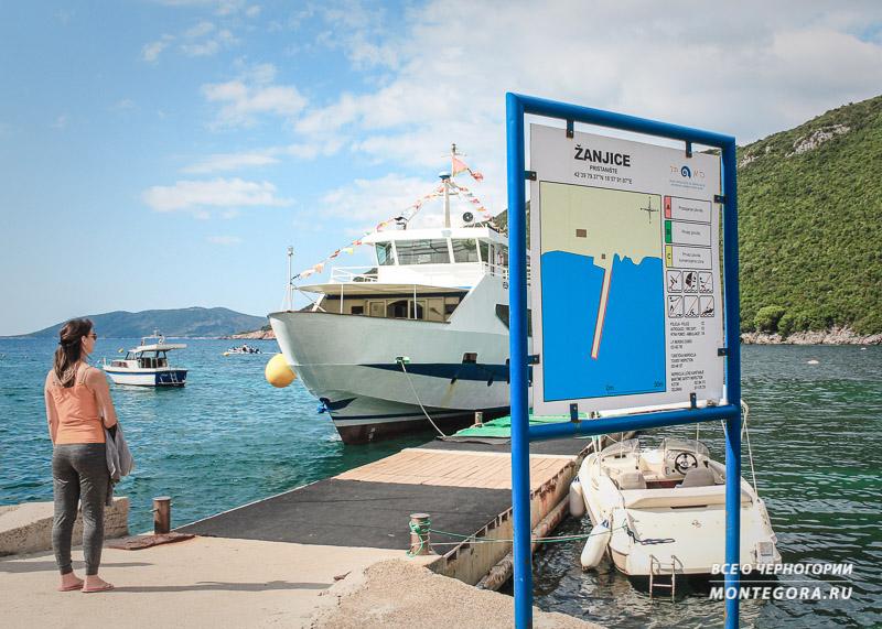 Кораблик, идущий к острову Мамула