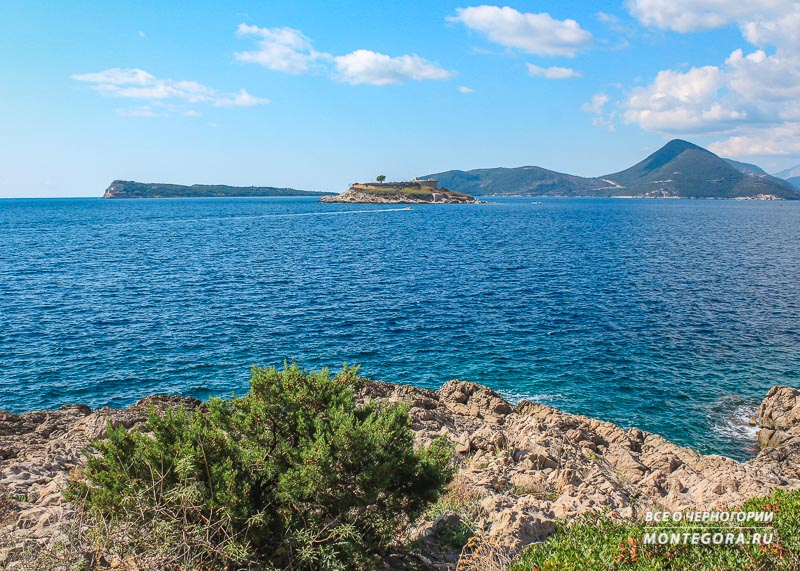 За островом Мамула видна Хорватия